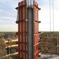 Form opened and ready for the crane for stripping and reset. Notice the form opens in two 90 degree halves. Under normal application, the clamps are used with two heavy duty squaring corners that create the two rigid 90's that pivot between the back angles, opposite the lock unit and pin angle connection.